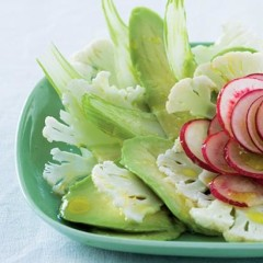 Garden salad with sliced avocado and hot dressing