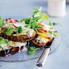 Gorgonzola-and-honey apple toast