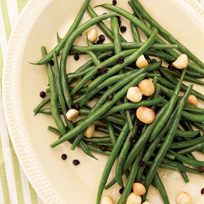 Green beans with macadamia nuts