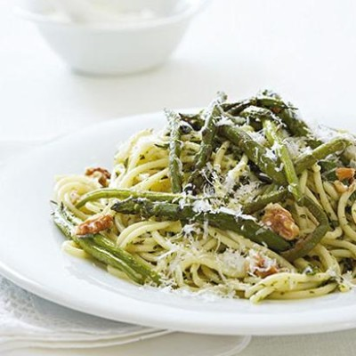 Green vegetable pasta with herb pesto