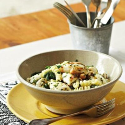 Griddled calamari with chickpeas and spinach pasta