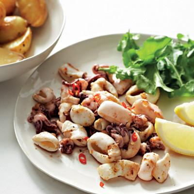 Griddled chilli calamari with lemon potatoes