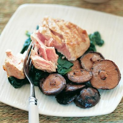 Griddled tuna with braised shiitake mushrooms