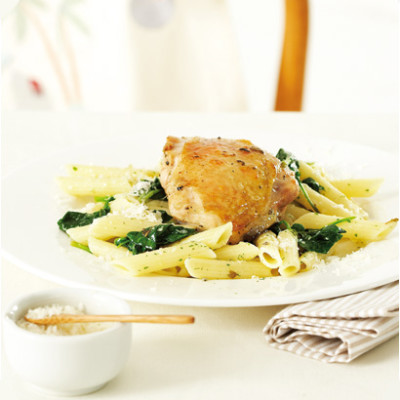 Grilled chicken thighs with spinach pasta