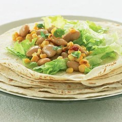 Grilled corn and bean salad wraps