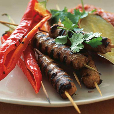 Grilled lamb sausage and sweet pepper with hot pepper sauce