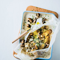 Hake and mushrooms baked in paper