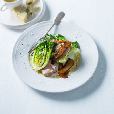 Ham, glazed pear and blue cheese salad
