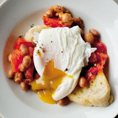 Home-made baked beans with egg
