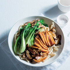 Japanese-style duck with mushrooms and noodles