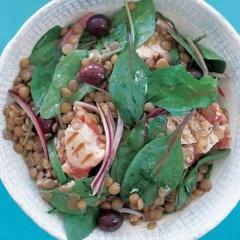 Lentils, seared tuna and rocket salad