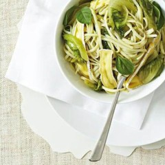 Linguine with organic lettuce and avocado basil sauce