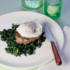Mini steaks with soft-poached egg on anchovy spinach