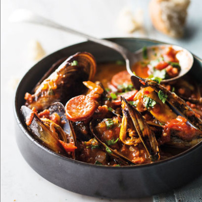Mussels and chorizo in chilli-tomato sauce