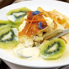 Orange-cream gateau with sliced kiwi