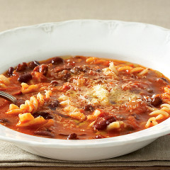 Organic red bean, tomato and pasta soup