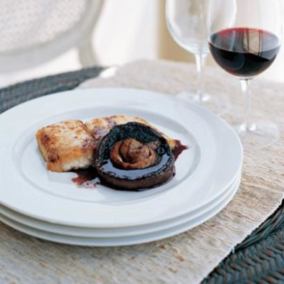 Pan-fried cob with rosemary, red wine and black-mushroom sauce