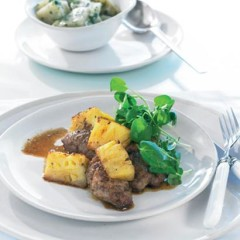 Pan-fried pork with fresh pineapple