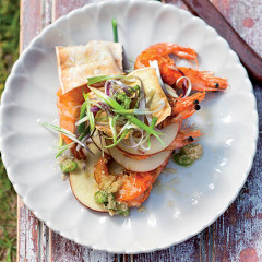 Pan-fried prawns with Asian apple salad