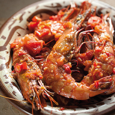 Pan-fried prawns with chilli tomato sauce