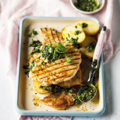 Pan-grilled smashed chicken fillets with green herb sauce