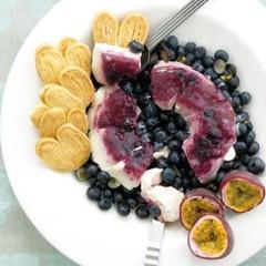 Panna cotta with fresh blueberries