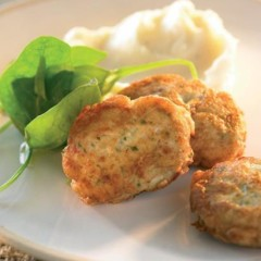Parsley and lemon chicken patties on whipped mash