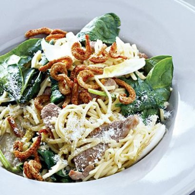 Pasta with duck and duck crackling