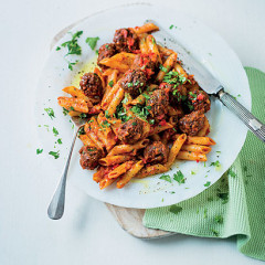 Pasta with red pepper, tomato and chilli meatball sauce
