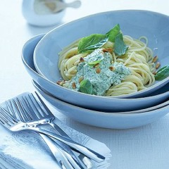 Pasta with ricotta-basil pesto