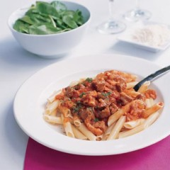Pasta with stir-fried lamb and tomato