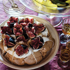 Pavlova with figs and dark rum syrup
