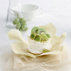 Pavlova with pistachio sugar, avocado and kiwi fruit