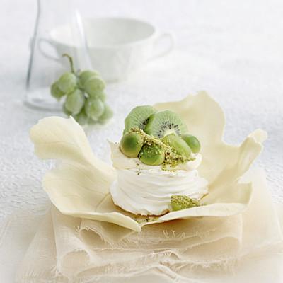Pavlova with pistachio sugar, avocado and kiwi fruit