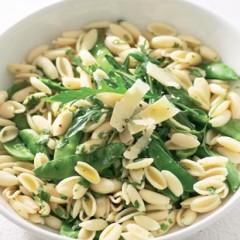 Pea and pesto pasta salad