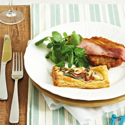 Pork loin chops with apple, sage and onion tarts