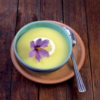 Potato and onion soup with saffron