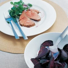 Rare-beef-and-beetroot roast with pomegranate sauce