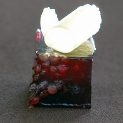 Red wine jelly with pink peppercorns