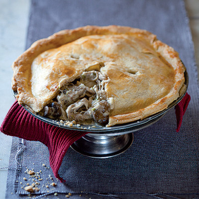 Roast chicken and mushroom pie