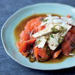 Salmon with a soya-jalepeno dressing
