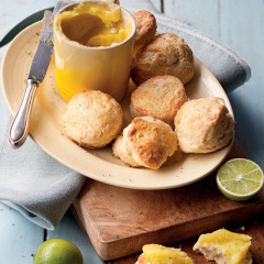 Scones with lime curd