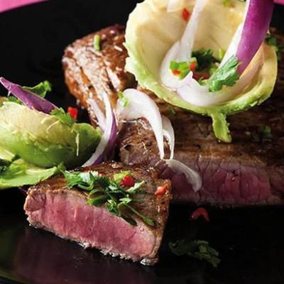 Seared rump steak with chilli avocado salad
