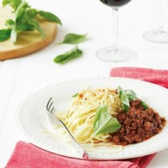 Spaghetti with spicy sausage sauce