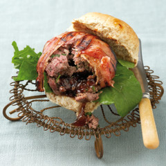 Spicy bacon-wrapped ostrich burger with onion-marmalade centre