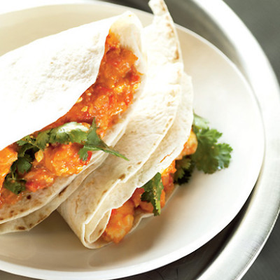 Spicy prawn and cheese wraps