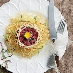 Steak tartare with shoestring potatoes