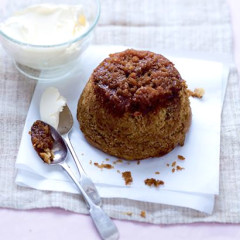 Steamed ginger and golden syrup pudding