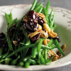 Steamed green beans and garlicky olives