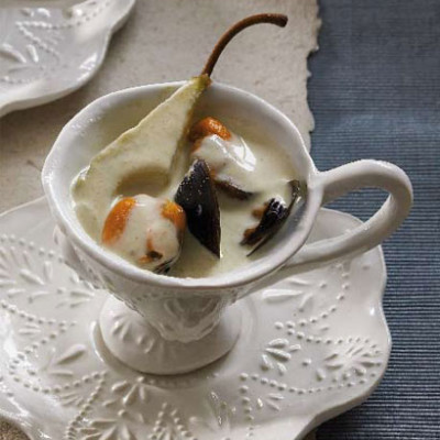 Steamed mussels and pear in Thai reduced-fat cream